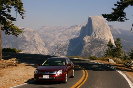 Idar i bil ved Glacier Point
