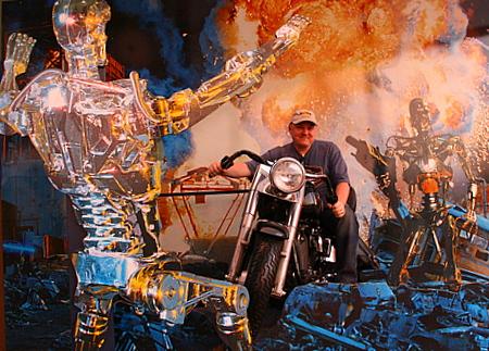 Idarnator på motorsykkel i Terminator 2 kulissar