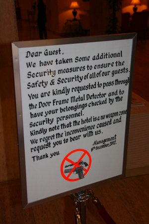 Vi beklagar ulempa: ingen skytevåpen inne på hotellet